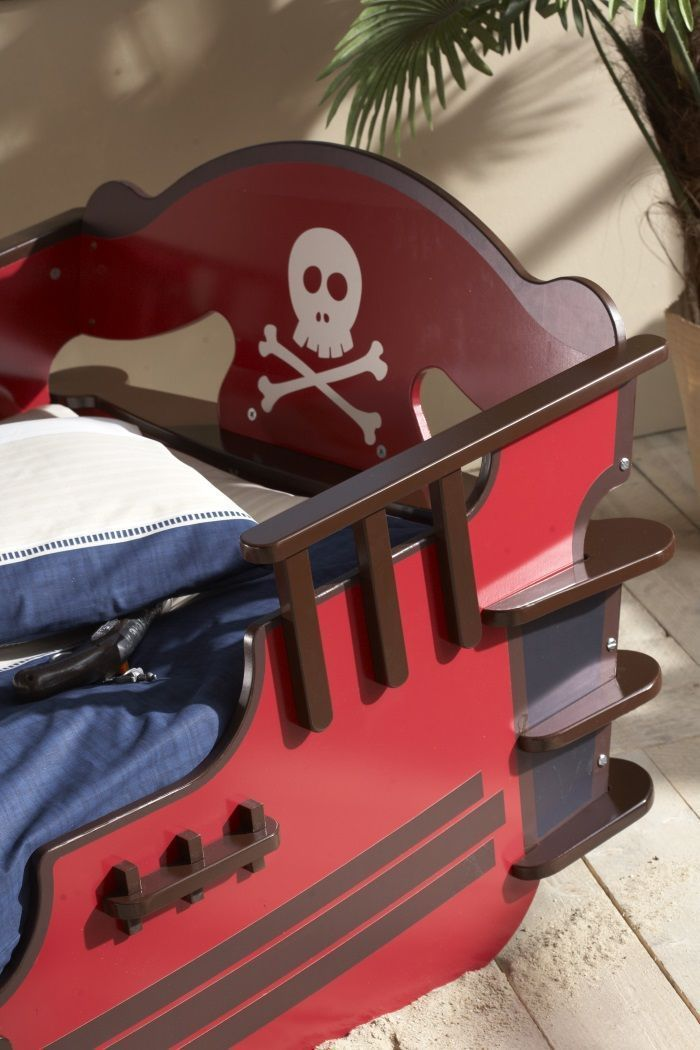 crazy shark lit pirate enfant contemporain laqu rouge l 90 x l 190 ou 200 cm achat vente. Black Bedroom Furniture Sets. Home Design Ideas