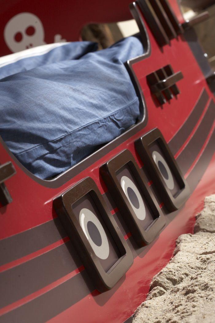 crazy shark lit pirate enfant 90x190 200 cm laqu rouge achat vente structure de lit crazy. Black Bedroom Furniture Sets. Home Design Ideas
