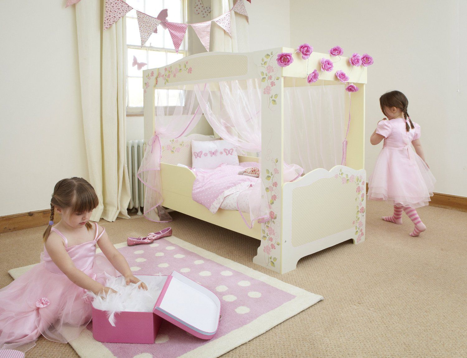 lit enfant fille baldaquin en bois rose et blanc avec. Black Bedroom Furniture Sets. Home Design Ideas