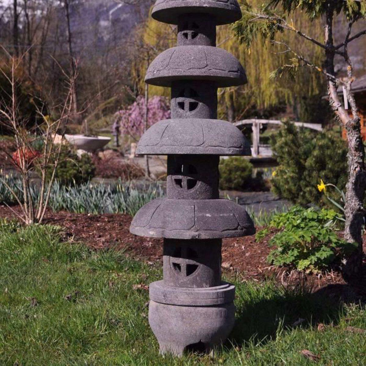 wanda collection Lanterne Japonaise pagode Zen en Pierre de Lave 1.50 m