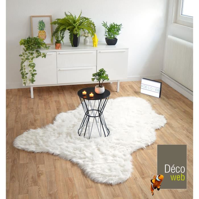 tapis peau de b te imitation ours white 160 x 220 cm achat vente tapis les soldes. Black Bedroom Furniture Sets. Home Design Ideas