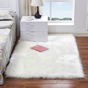 Tapis de chambre blanc rectangulaire