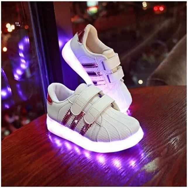 Nouveau rouleau LED Hommes Skate And Women LED Heelys Wheel Unique Design Shoe Lighting Superstar Chaussures Chaussures Enfants Spor wDZiwg56H