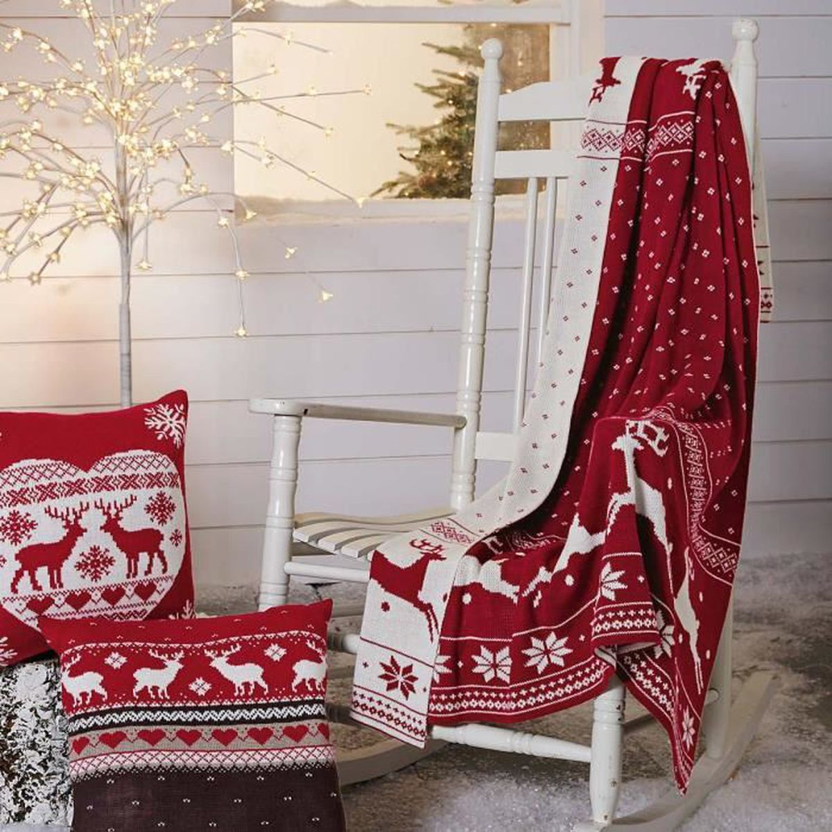 pureday plaid de no l avec des motifs de cerfs blanc et rouge achat vente couverture plaid. Black Bedroom Furniture Sets. Home Design Ideas