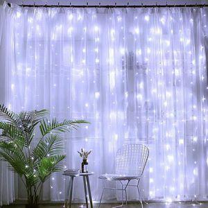 ÉCLAIRAGE INTÉRIEUR ECLAIRAGE INTERIEUR Le rideau de LED s'allume avec