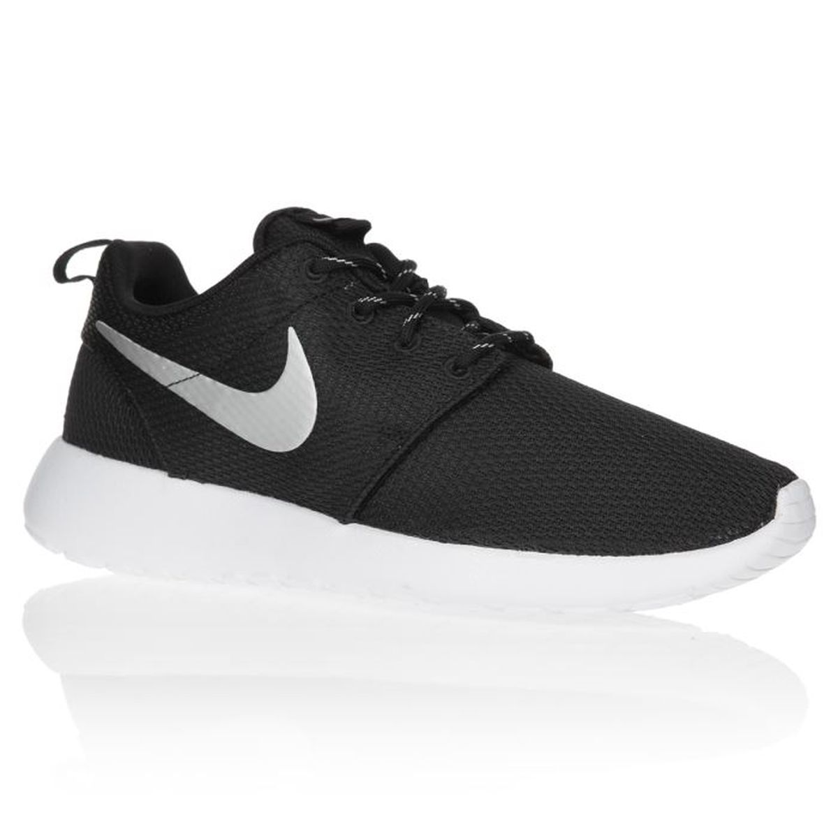 nike baskets rosherun chaussures femme femme noir et blanc. Black Bedroom Furniture Sets. Home Design Ideas