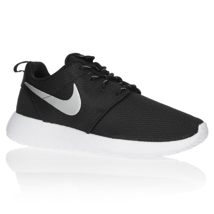 nike baskets rosherun chaussures femme femme noir et blanc achat vente nike baskets rosherun. Black Bedroom Furniture Sets. Home Design Ideas