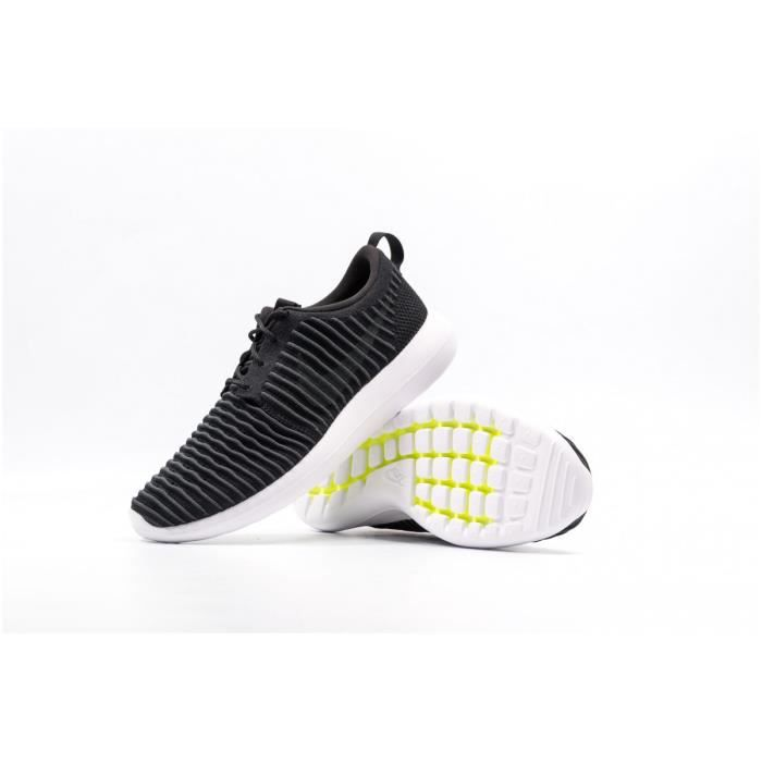 Baskets Nike Roshe Two Flyknit 844833-001 noires.