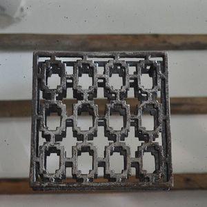 DESSOUS DE PLAT  Dessous de plat métal 21x21x2 cm