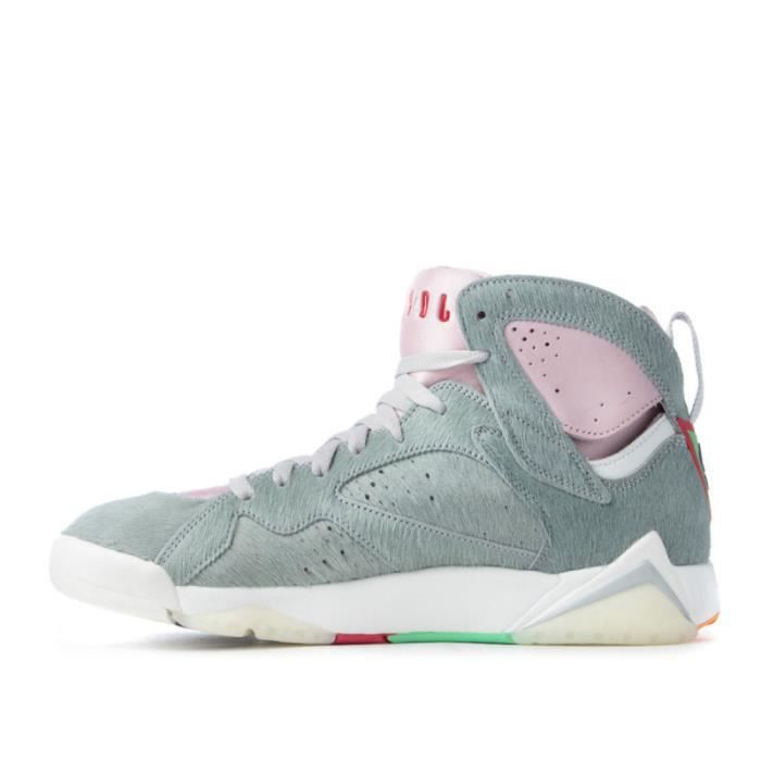 Basket Nike AIR JORDAN 7 HARE 2.0 - Réf. CT8528-002. Couleur : Gris, Rose, Blanc. La basket Nike Air Jordan 7 Retro rend hommage