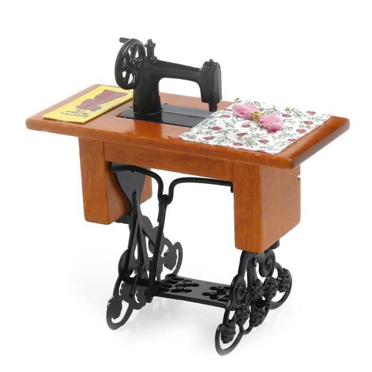 Table A Machine A Coudre machine à coudre 1:12 décoration de modèle de simulation avec des ciseaux  en tissu