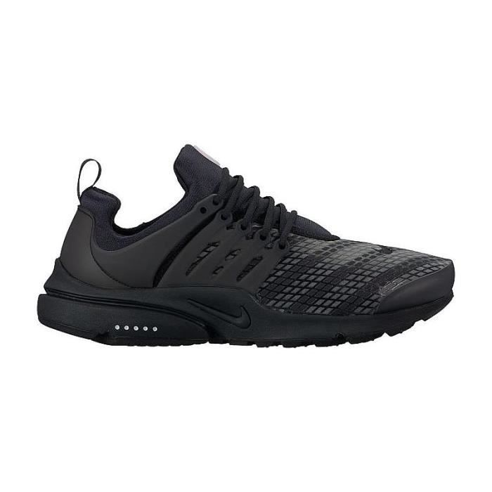 5a228669158c0 BASKET NIKE AIR PRESTO LOW UTILITY 862749-004. La chaussure Nike Air Presto  Low Utility pour Homme ...