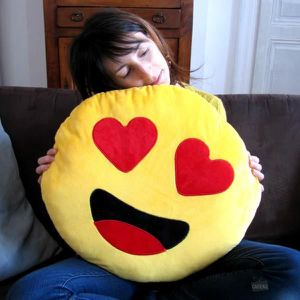 COUSSIN Coussin Emoji Love 50cm - Cadeau Maestro Jaune