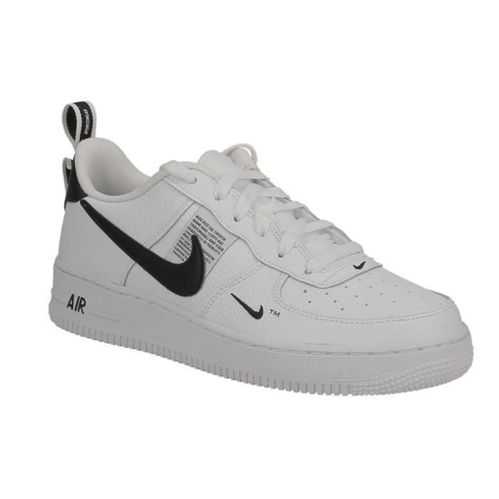 4a9d69a289 Basket Nike air force 1 LV8 Utility junior noir et blanc. Blanc ...