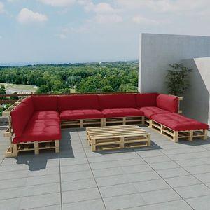 Salon d\'extérieur en palette de bois avec 13 coussins rouge ...
