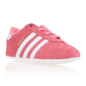 super popular a3137 eb85e BASKET ADIDAS Baskets Gazelle Crib - Bébé fille - Rose