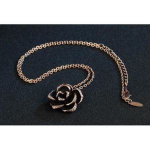 collier fantaisie fleur noir