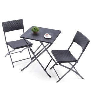 Petite table de jardin avec chaises