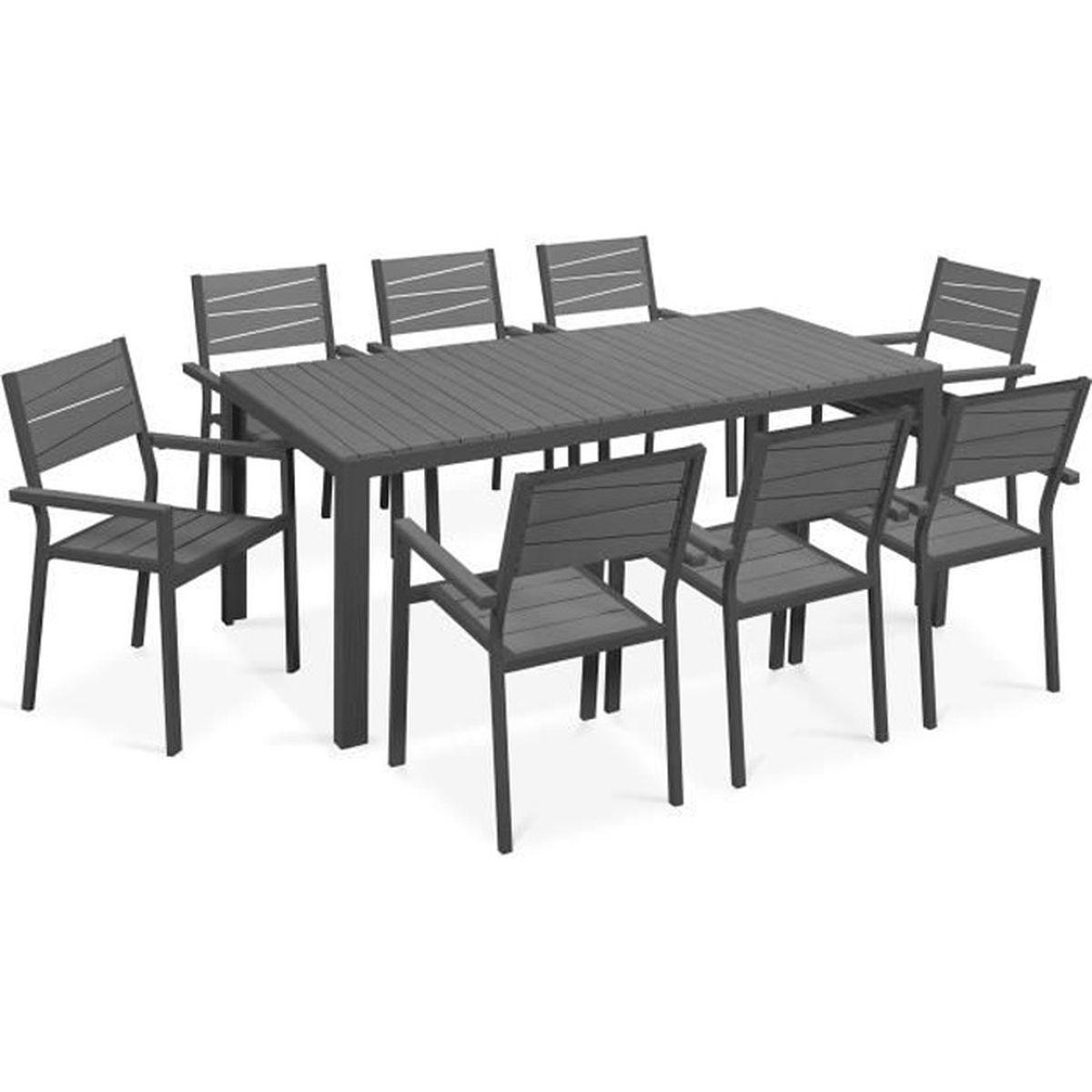 Table de jardin avec 8 chaises