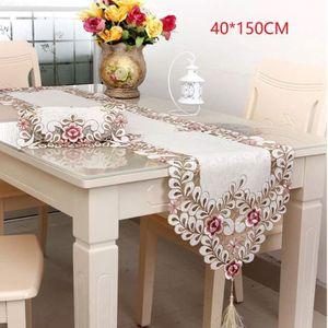 CHEMIN DE TABLE Chemin de table brodé élégant en dentelle florale