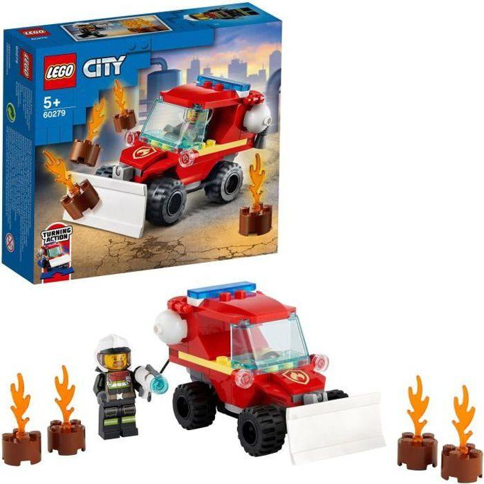 LEGO® City 60279 Le camion des pompiers doté d'une lame de chasse-neige à l'avant, une lance à incendie et un pompier miniature