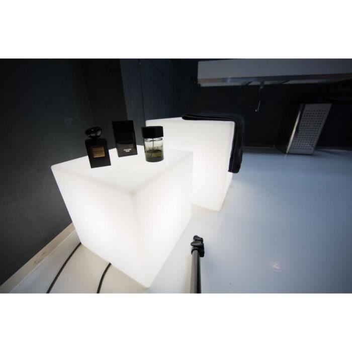 Table basse lumineuse Cube intérieur extérieur. Pour la salle de bain, le salon ou votre jardin, se meuble créera une ambiance lu...