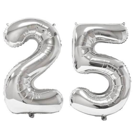 REF/BA3012 - Ballon géant argent chiffre 25 de 86cm pour déco de salle anniversaire élégante.