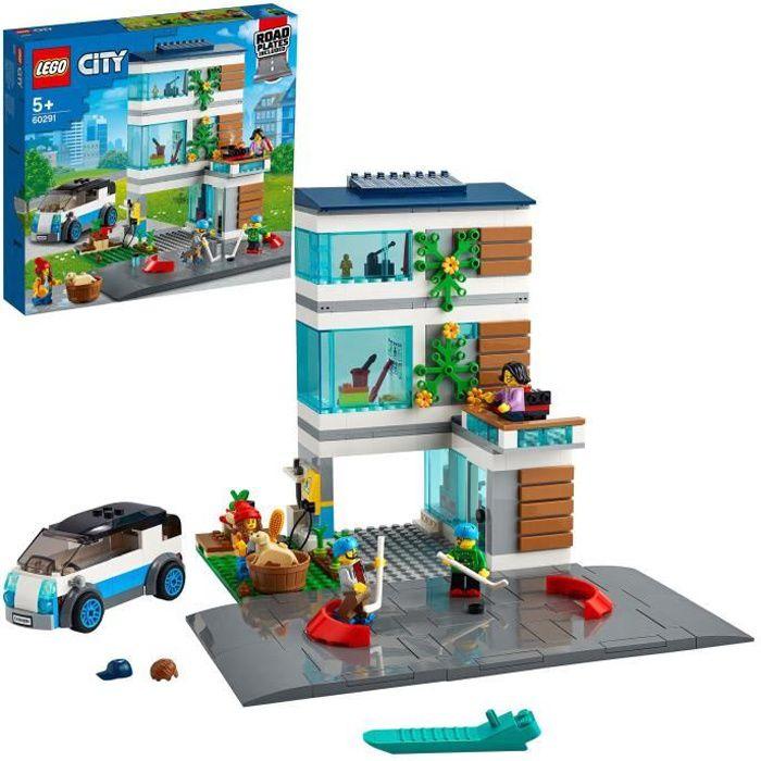 LEGO® City 60291 La maison familiale, Jeu de construction maison écologique avec des plaques de route et des figurines