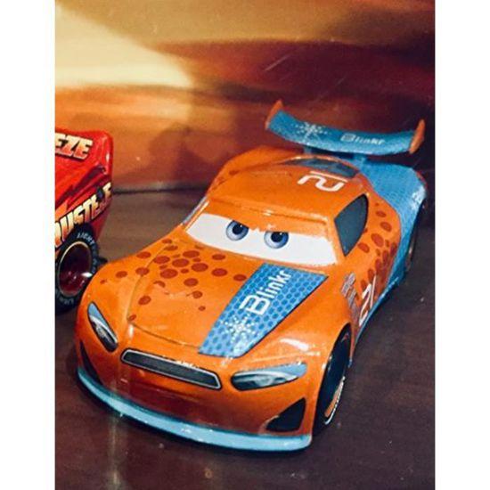 Disney Pixar Cars Toon DRAGON LIGHTNING McQUEEN plus de 100 voitures en vente!!!