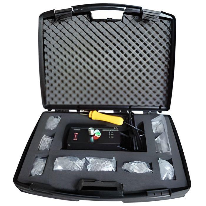 Malette avec kit réparation plastique