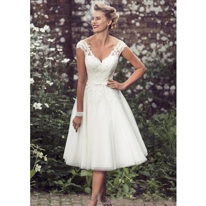 Robes de mariée courtes mancherons appliques