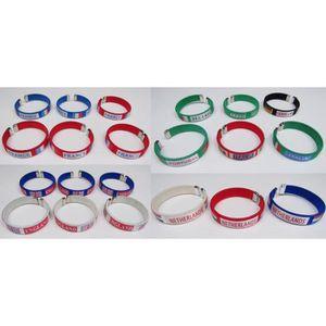 BRACELET - GOURMETTE Lot revendeur de 21 bracelets pays drapeau support