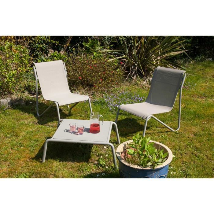 Set de jardin DOMENICK en aluminium composé de 2 chaises ergonomiques recouvertes de toile et d'une table basse.