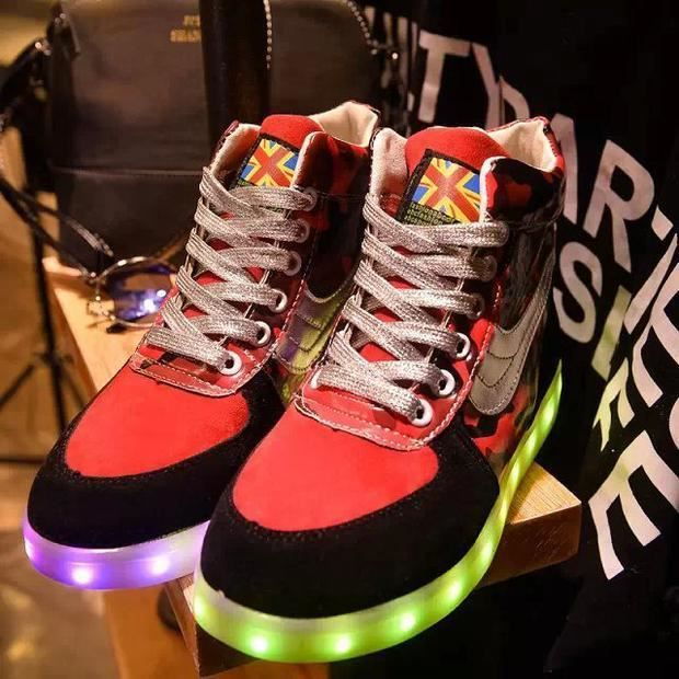 Colorful chaussures logieux chaussures chaussures lumineuses fluorescentes LED dition han USB de recharge brille femmes