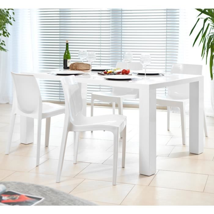 Salesfever table 4 chaises table140x90 cm avec 4 chaises for Table cuisine 140 x 90