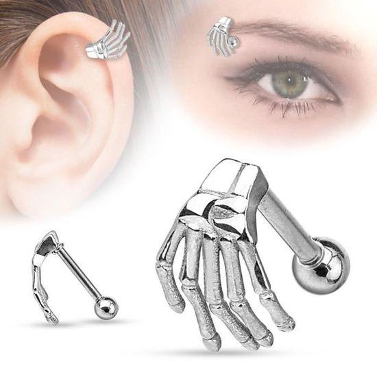 Piercing cartilage hélix main de fatma