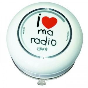 Radio de salle de bain design i love multicolore radio for Radio salle de bain darty
