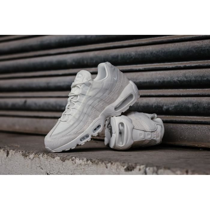 new arrivals e0979 d5ee9 BASKET Baskets Nike Air Max 95 Premium blanches. 538416-1
