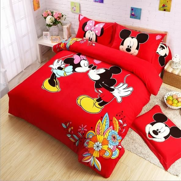parure de lit mickey et minnie s 39 embrassent coton 200 230 cm 4 piece achat vente housse de. Black Bedroom Furniture Sets. Home Design Ideas