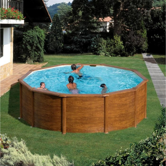 Belle piscine ronde en bois for Piscine bois enterrable