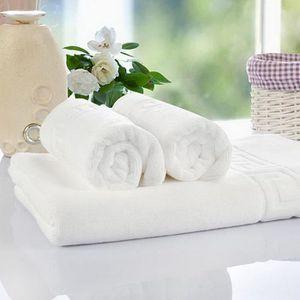 SERVIETTES DE BAIN Serviette de toilette en coton blanche pour des fo