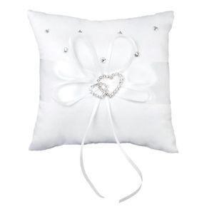 blanc bourgeons de fleurs de rose anneau en forme de coeur anneau oreiller plume rustique anneau de mariage porte-anneau pour le mariage Anneau doreiller de mariage