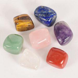 15 petites pierres précieuses polies du monde dans un mini cadeau de