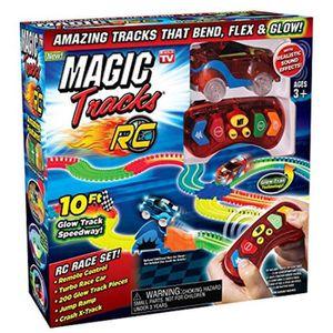 Une Piste 220 Pi/èces Modulable au N/éon+2 Voitures Lumineuses 40 Accessoires Cool Cadeau pour Enfants /à Partir de 3 Ans infinitoo Tracks Magique Circuit de Voiture Flexible Tracks Car