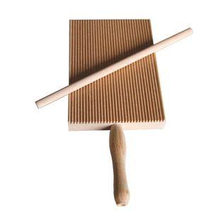 PLANCHE A DÉCOUPER Planche à découper pour rayer les garganellis et l