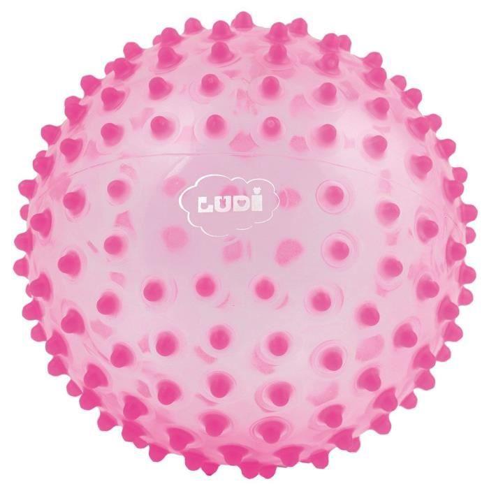 LUDI - Balle sensorielle rose pour l'éveil de bébé. Adaptée aux enfants dès 6 mois. Gros picots tendre faciles à mordiller