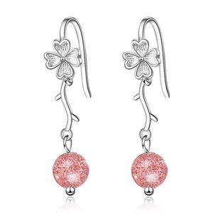 boucle d'oreille en forme de rose