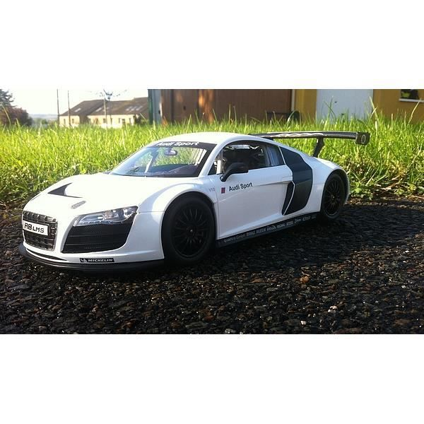 audi r8 lms blanche grise radiocommande voiture rc 33 cm neuve achat vente voiture. Black Bedroom Furniture Sets. Home Design Ideas
