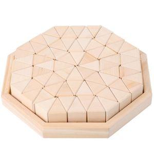 ASSEMBLAGE CONSTRUCTION En bois, empilant des blocs de construction triang