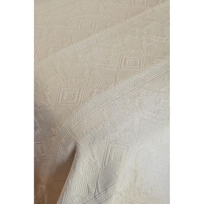 Dessus de lit Bigorre ivoire motifs ethniques piqué de coton 180x250 - Toison d'Or